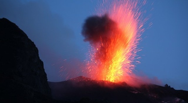Volcanoes – a bit of science, facts and an experiment to try